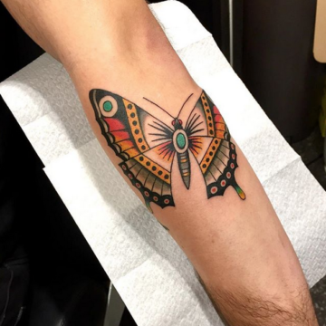 Tatouage de papillon, style Old School – Anomaly Paris